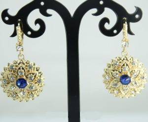 Крупные серьги «Асториум» в форме цветка со стразами и синим камнем в центре купить. Цена 135 грн