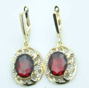 Великолепные серьги «Аврелия» с красным камнем и стразами в оправе золотого цвета купить. Цена 150 грн