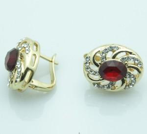 Традиционные серьги «Зарница» с красным камнем и стразами в овальной оправе под золото купить. Цена 135 грн или 425 руб.