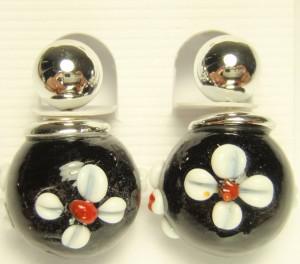 Чёрные серьги-пусеты в стиле DIOR с цветком и серебрянным малым шариком купить. Цена 69 грн