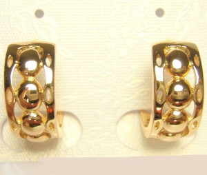 Классные серьги «Карамболь» в форме небольших колец с высококлассной позолотой фото. Купить