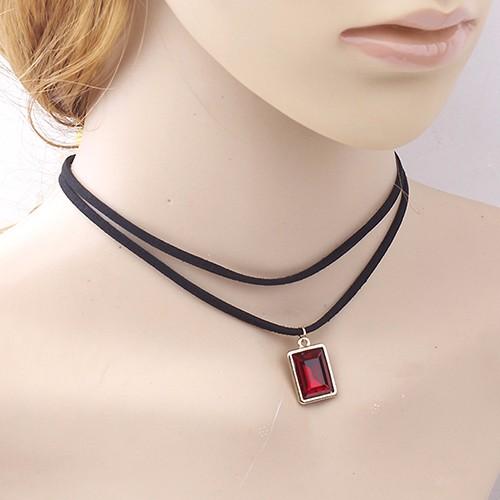 Бархатный двойной чокер чёрного цвета с прямоугольным кулоном с красным камнем купить. Цена 69 грн