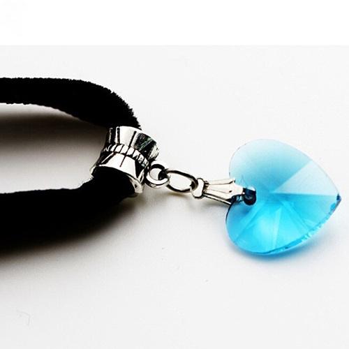 Чудесный бархатный чокер с кристаллом в виде сердца голубого цвета купить. Цена 89 грн
