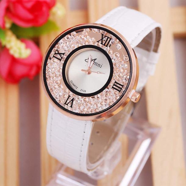 Очаровательные женские часы «Amni» с сыпучими стразами и белым лаковым ремешком купить. Цена 285 грн