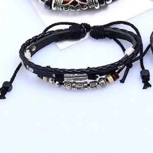 Отличный трёхрядный браслет из чёрной кожи с фенечками фото. Купить